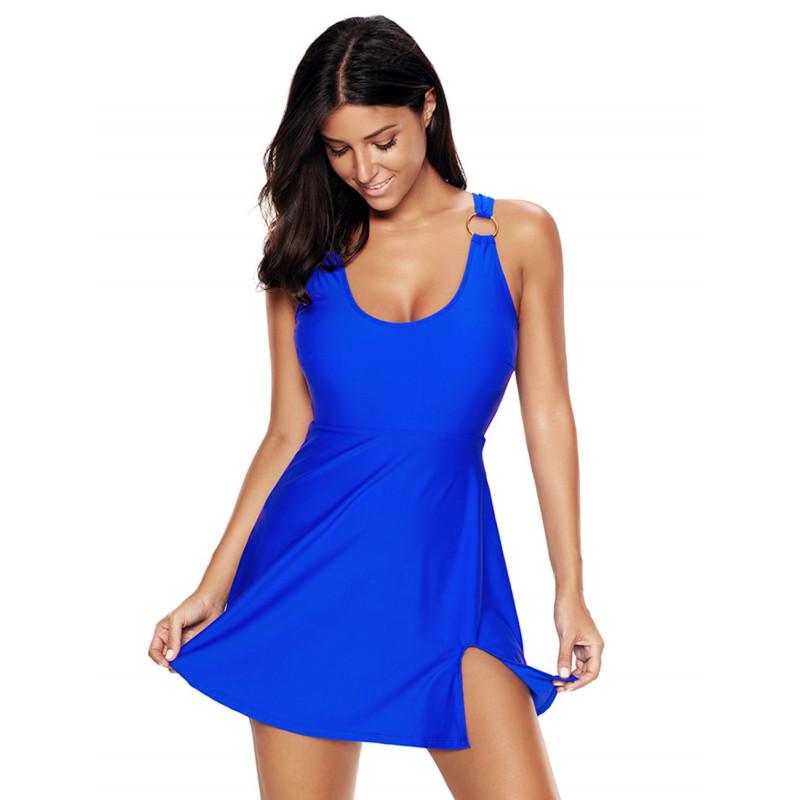 Zeštíhlující plavkové šaty v královské modré barvě s integrovanými  kalhotkami a měkkými košíčky s možností vyjímatelných vycpávek. 115f6597b9f